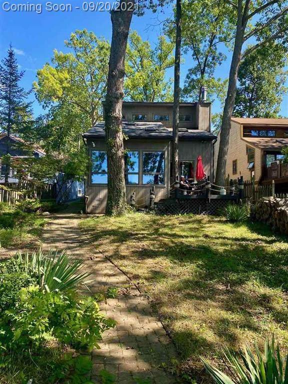 16236 Cove Drive, Argentine Twp, MI 48451 (#5050054929) :: The Vance Group   Keller Williams Domain