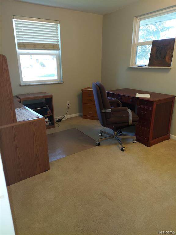 383 Burgess Drive, White Lake Twp, MI 48386 (#2210077853) :: Duneske Real Estate Advisors
