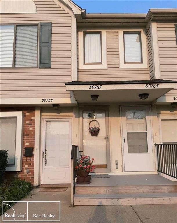 30767 Hidden Pines #28, Roseville, MI 48066 (#58050055490) :: The BK Agency