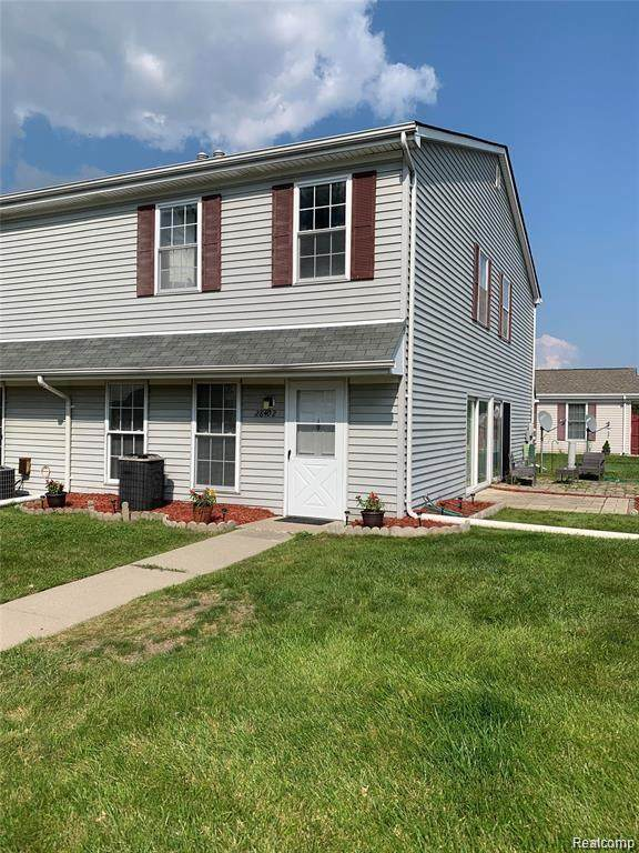 28402 Raleigh Crescent Drive, Chesterfield Twp, MI 48051 (#2210078859) :: GK Real Estate Team