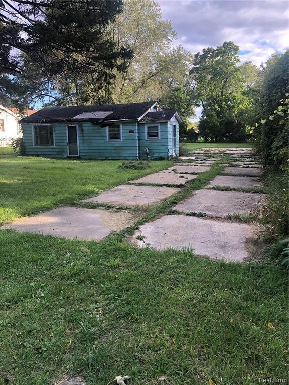 1043 Pinehurst Boulevard - Photo 1