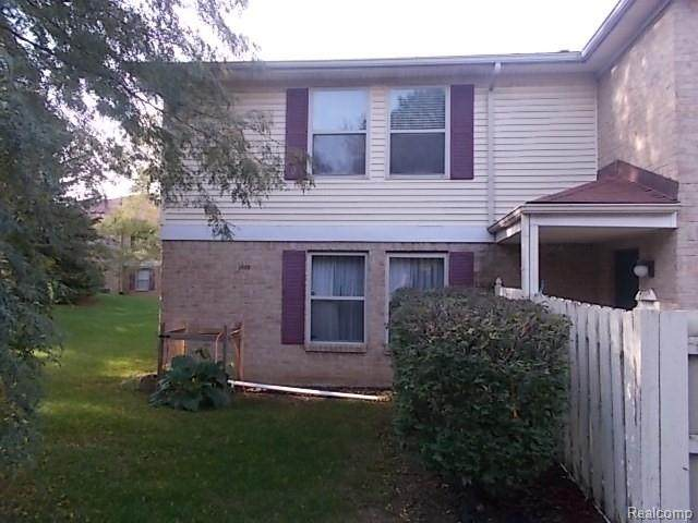 61023 Greenwood Drive, South Lyon, MI 48178 (#2210085477) :: Robert E Smith Realty