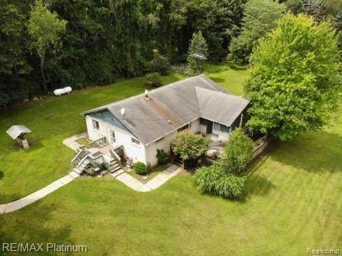5990 Fish Lake Road, Highland Twp, MI 48442 (#2210086350) :: Robert E Smith Realty