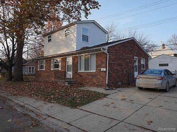 10 Hollywood Court, Mt. Clemens, MI 48043 (#2210088200) :: Robert E Smith Realty
