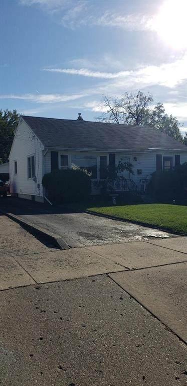 747 Elmwood Avenue, Jackson, MI 49203 (#55021111803) :: The Alex Nugent Team | Real Estate One