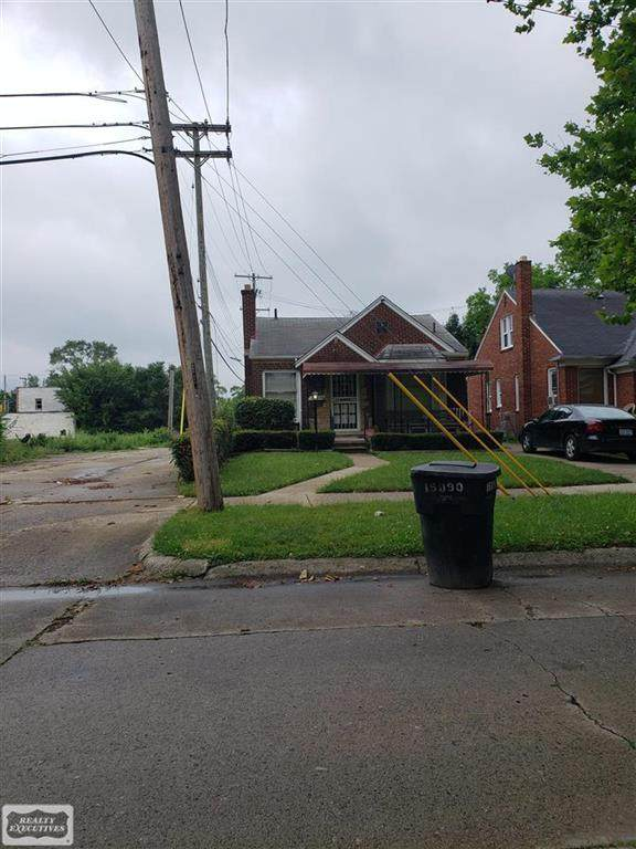 15090 Spring Garden St, Detroit, MI 48205 (#58050058649) :: The Alex Nugent Team | Real Estate One