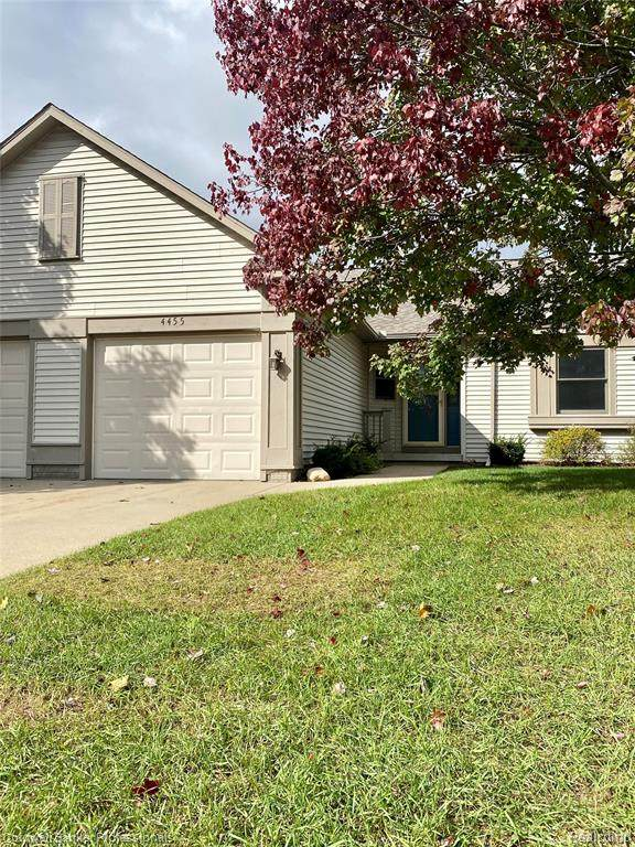 4455 Lois Lane #26, Genesee Twp, MI 48437 (#2210089215) :: Real Estate For A CAUSE