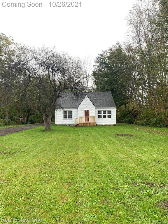 19847 Inkster Road, Brownstown Twp, MI 48174 (#2210089367) :: Real Estate For A CAUSE