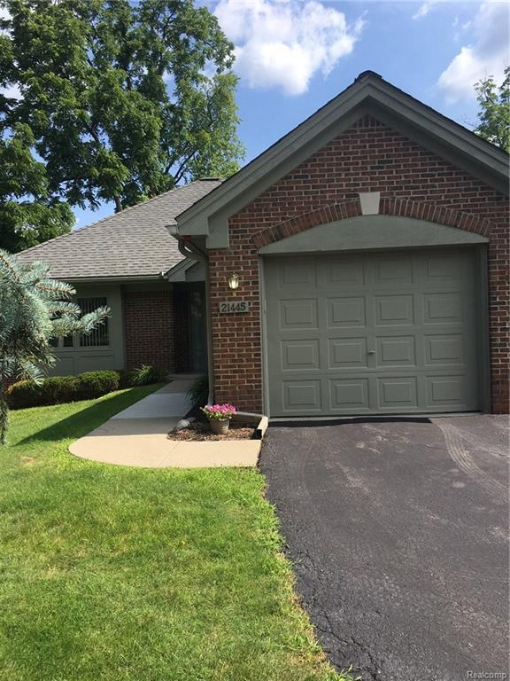 21445 Archwood Circle, Farmington Hills, MI 48336 (MLS #218015062) :: The Toth Team