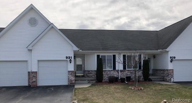 931 Lighthouse Drive, Marysville, MI 48040 (#218033917) :: Duneske Real Estate Advisors