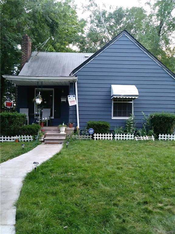 20229 Waltham Street, Detroit, MI 48205 (#218035424) :: Duneske Real Estate Advisors