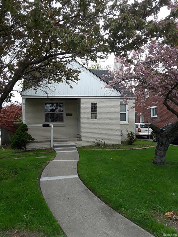 20950 Vernier Road, Harper Woods, MI 48225 (MLS #218043406) :: The Toth Team