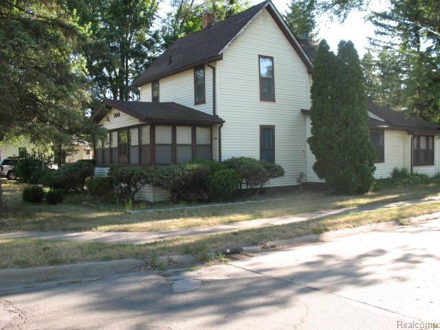700 N Mill, Clio, MI 48420 (#50100003254) :: RE/MAX Classic
