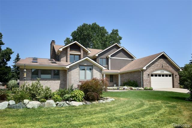 2200 Cameo Drive, Troy, MI 48098 (#218073037) :: RE/MAX Classic