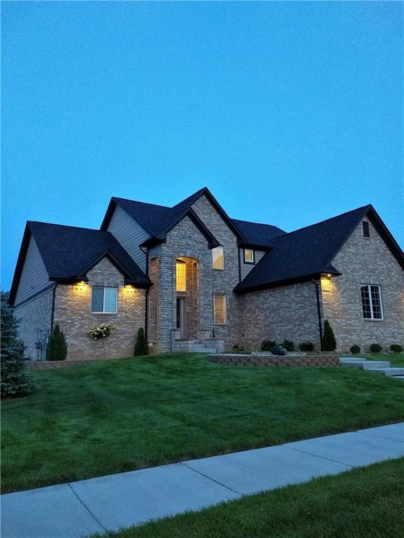 14152 Red Oak Drive, Van Buren Twp, MI 48111 (#218104546) :: Duneske Real Estate Advisors
