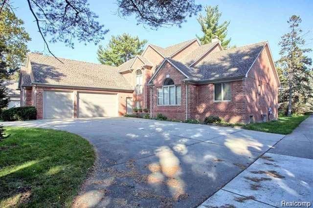 17581 Millar Road, Clinton Twp, MI 48036 (#218115563) :: The Buckley Jolley Real Estate Team
