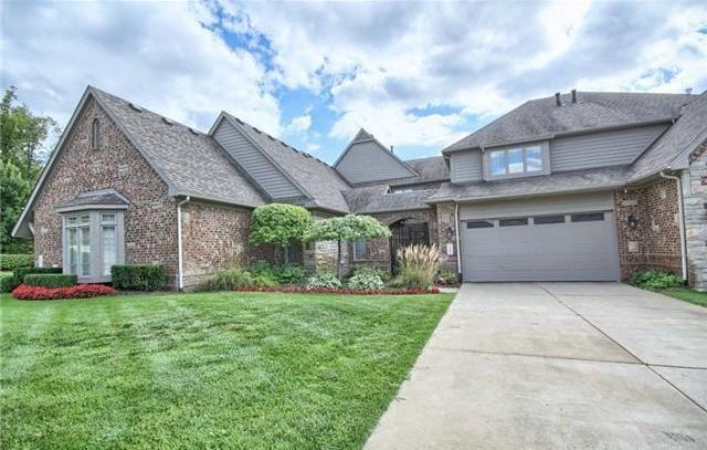 10840 Sparkling Waters Court, Green Oak Twp, MI 48178 (#219001233) :: The Mulvihill Group
