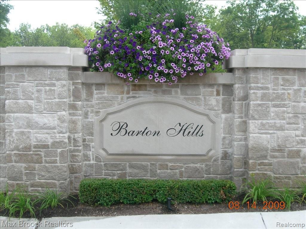 135 Bridgeview Drive - Photo 1
