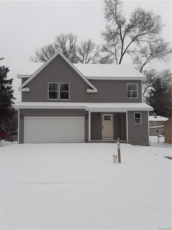 3235 Oakridge Drive, Highland Twp, MI 48356 (#219015880) :: The Buckley Jolley Real Estate Team