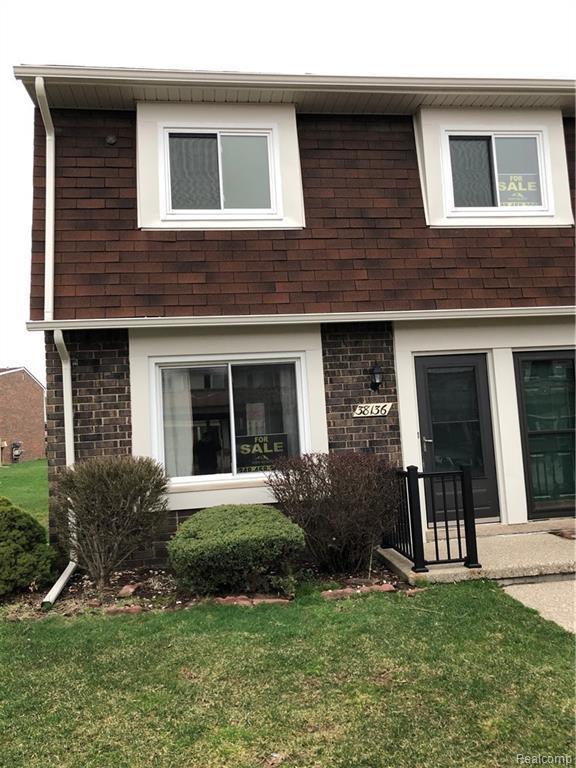 38136 Jamestown Drive, Sterling Heights, MI 48312 (#219022406) :: The Buckley Jolley Real Estate Team