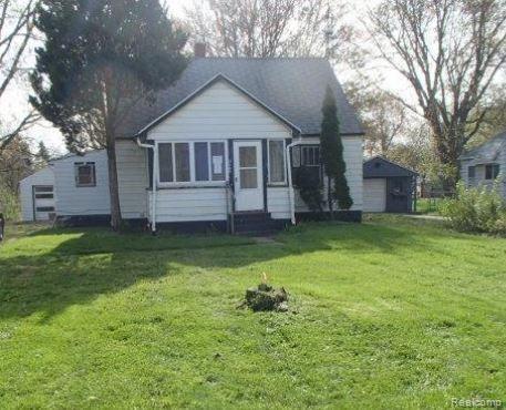 2102 N Center Road, Burton, MI 48509 (#219044484) :: RE/MAX Classic