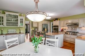 5350 Midchester Court, West Bloomfield Twp, MI 48324 (#219057486) :: Alan Brown Group