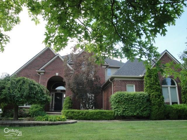 56705 Edgewood, Shelby Twp, MI 48316 (#58031386204) :: The Mulvihill Group