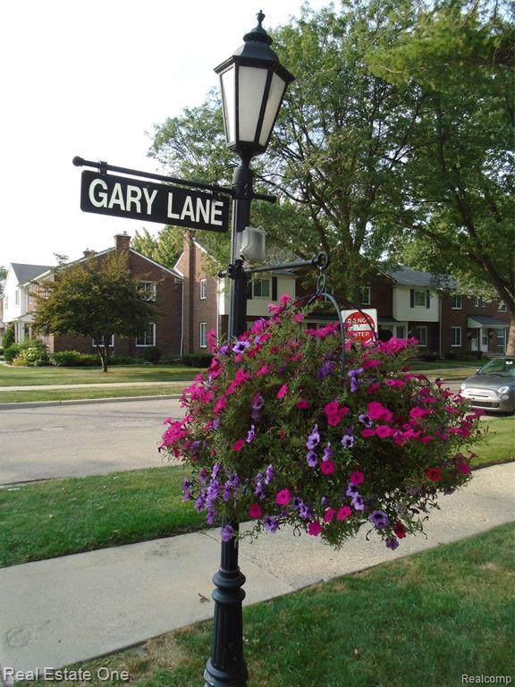 23072 Gary Lane, Saint Clair Shores, MI 48080 (#219093625) :: RE/MAX Nexus