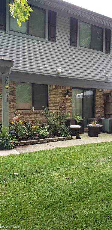 50189 N Benny Ct Unit 7 Building, Chesterfield Twp, MI 48047 (#58031394163) :: Alan Brown Group
