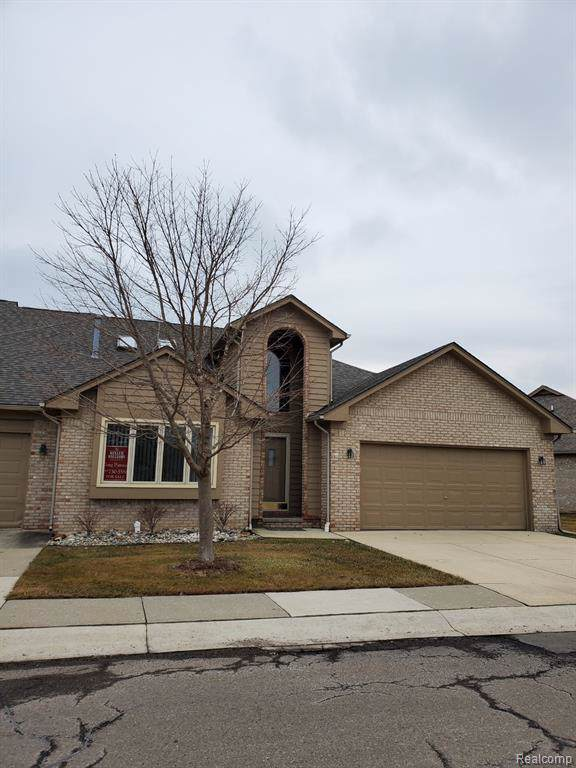 33080 Whispering Lane, Chesterfield Twp, MI 48047 (#219098450) :: Alan Brown Group