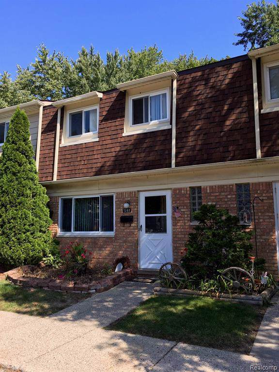 1388 Laurel Valley #51, Waterford Twp, MI 48327 (#219101737) :: The Mulvihill Group