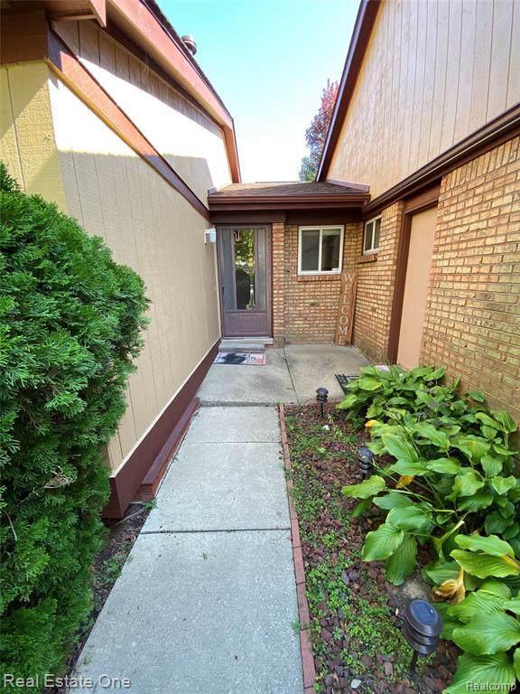 11818 Caradonna Street #8, Warren, MI 48093 (#219102702) :: The Buckley Jolley Real Estate Team