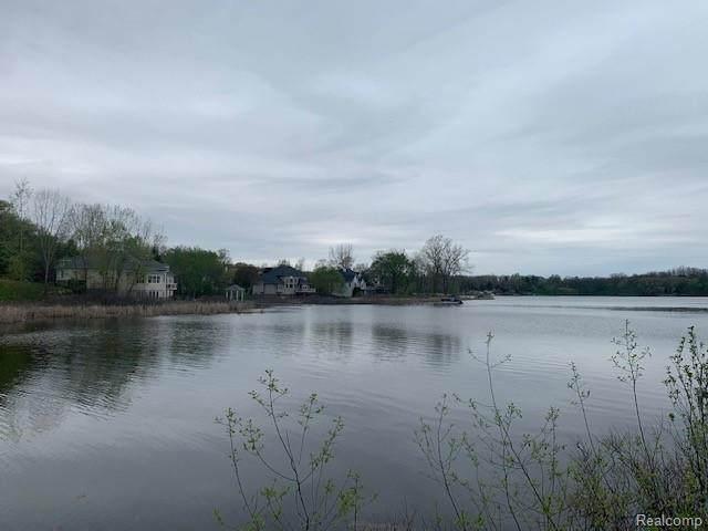 16126 Scenic View Drive - Photo 1