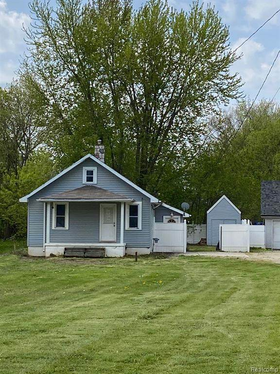 8522 Perry, Atlas Twp, MI 48411 (#2200039389) :: Alan Brown Group