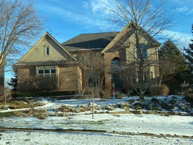 6823 Oakhurst Ridge Road, Independence Twp, MI 48348 (#2210002100) :: GK Real Estate Team