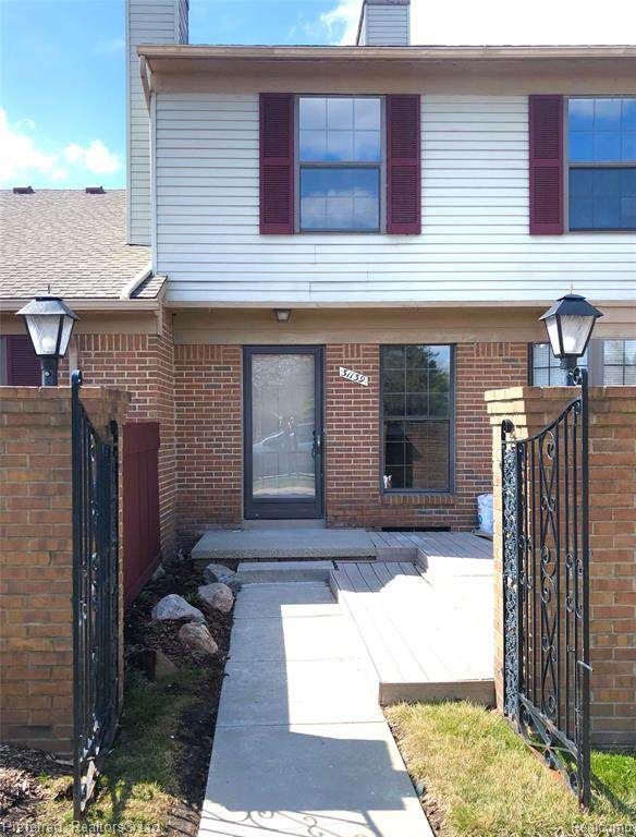 31139 Country Blf, Farmington Hills, MI 48331 (#2210021644) :: GK Real Estate Team