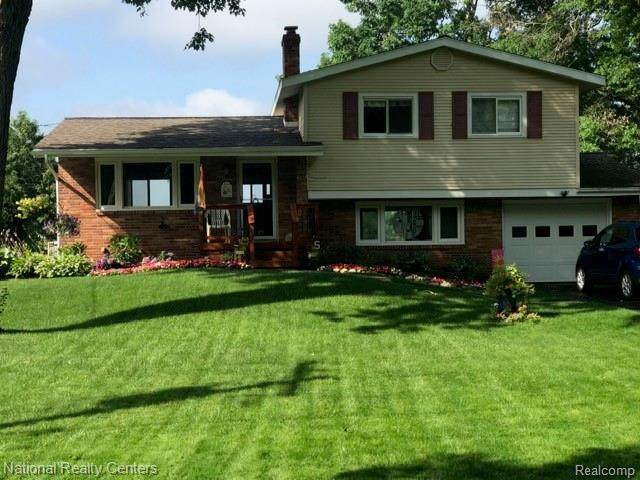 15280 Riviera Shores Drive, Holly Twp, MI 48442 (MLS #2210023831) :: The John Wentworth Group