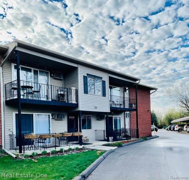 3921 Benjamin Ave Apt 3, Royal Oak, MI 48073 (#2210024163) :: The Alex Nugent Team   Real Estate One