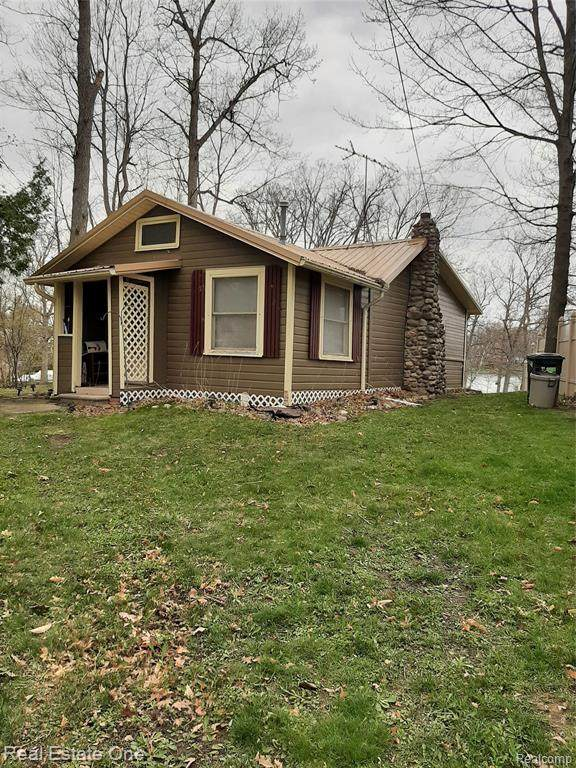 569 Lakeshore Drive, Deerfield Twp, MI 48421 (#2210028645) :: Real Estate For A CAUSE
