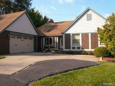 1100 W Avon Road, Rochester Hills, MI 48309 (#2210032379) :: RE/MAX Nexus
