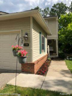 5754 W Drake Hollow Drive, West Bloomfield Twp, MI 48322 (#2210044614) :: The Mulvihill Group