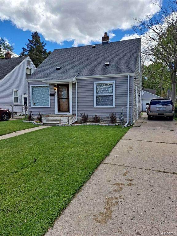 24755 Andover Drive, Dearborn Heights, MI 48125 (#2210061531) :: BestMichiganHouses.com