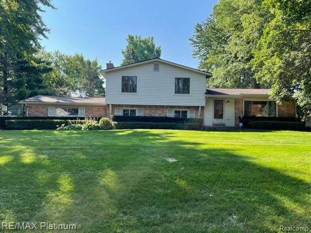 48025 Rushwood, Novi, MI 48374 (#2210064660) :: Duneske Real Estate Advisors