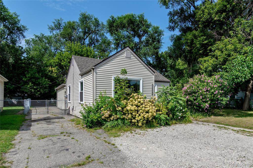 11635 Inkster Road - Photo 1