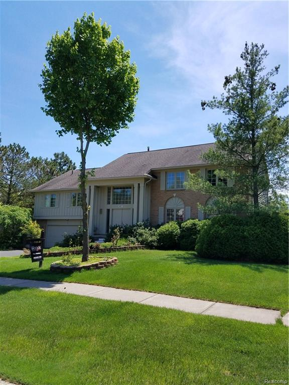 5017 Village Place Drive, West Bloomfield Twp, MI 48322 (#218041131) :: RE/MAX Classic