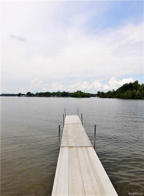 3517 Ormond Road, White Lake Twp, MI 48383 (#219044435) :: The Buckley Jolley Real Estate Team
