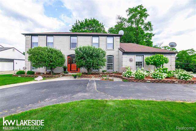 5510 Crispin Way Road, West Bloomfield Twp, MI 48323 (MLS #219055360) :: The Toth Team