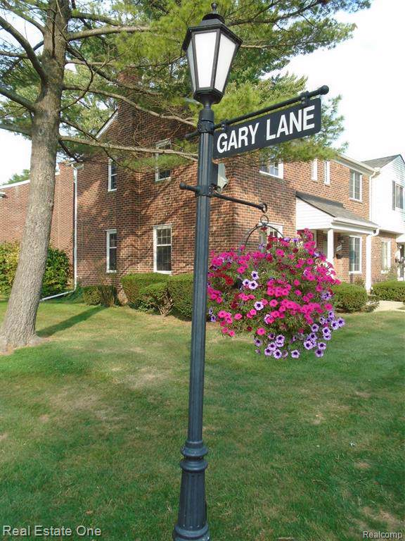 23072 Gary Lane, Saint Clair Shores, MI 48080 (#219093625) :: Alan Brown Group