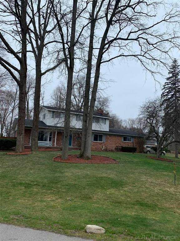 6794 Chatsworth, Shelby Twp, MI 48316 (#58050009143) :: Alan Brown Group