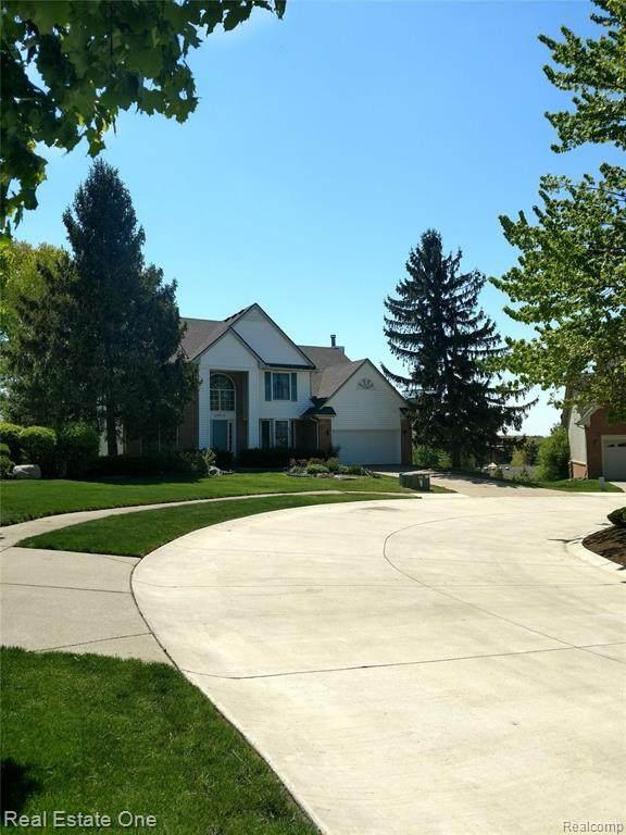 28012 Golf Pointe Boulevard, Farmington Hills, MI 48331 (#2210030094) :: BestMichiganHouses.com